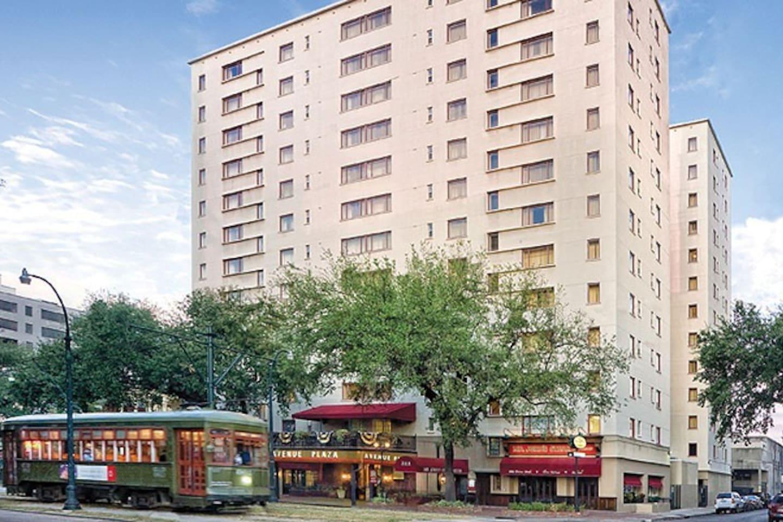 Avenue Plaza Resort in Garden District