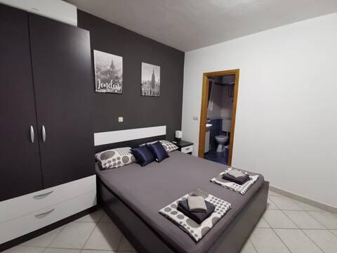 Studio apartment, 2Makarska