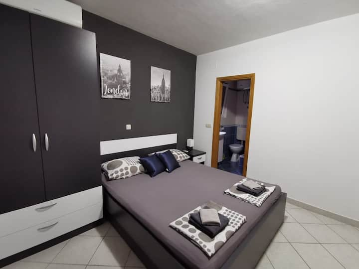 Studio apartment, 2Makarska