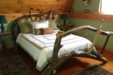Cozy Renovated Barn on 122 acres - Shinglehouse