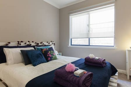 Friendly Freo Feeling - Queen Bed - White Gum Valley