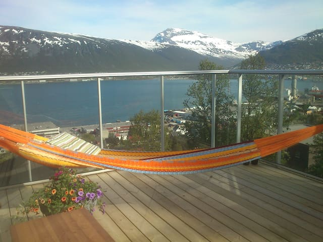 Room with roof deck, panoramic view - Tromsø - Apartment