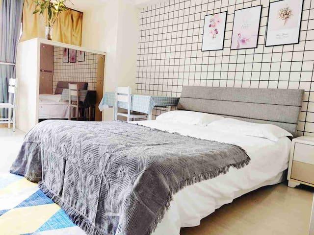 48克拉灰色系ins现代风格大床房