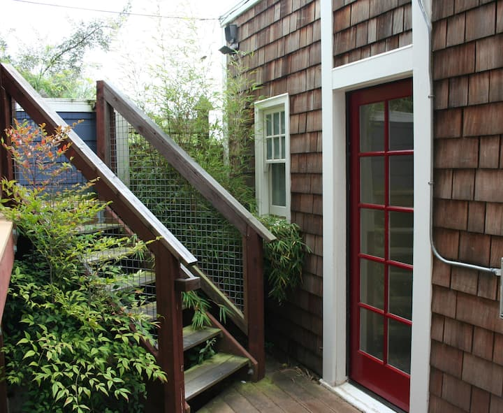 Guest Cottage - SF