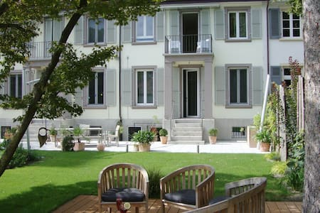 Double room in a beautiful townhouse, garden view - Bâle