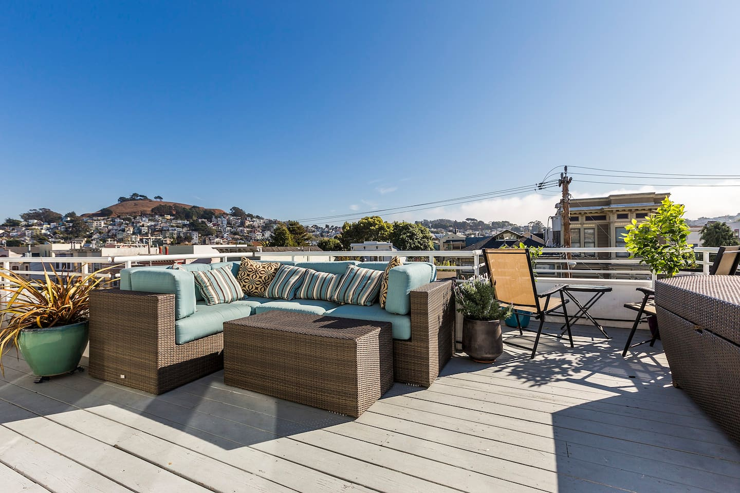 Gorgeous and sunny rooftop terrace