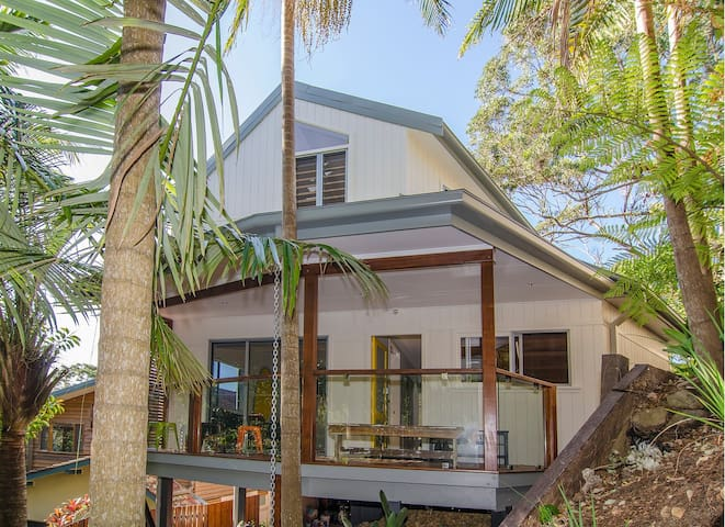 The Pass Beach House has just had a full renovation so everything is new and fresh with a Modern Beach style