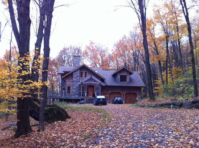 Cozy Mountain Home with a view - Bromont - Casa
