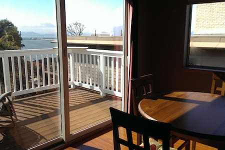 Pt. Richmond,  Bay View 2 bd, new!! - Lakás