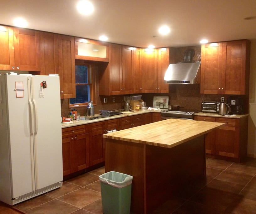 Brand NEW kitchen. High end appliances fully stocked with all your baking needs!