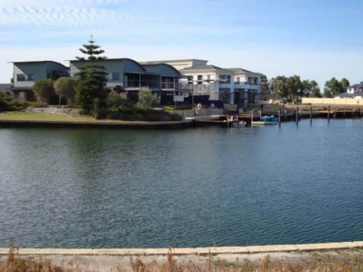 Private room,ensuite.Waterfront home Geographe Bay