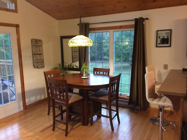 2 Private rooms in spacious home on Bay of Fundy