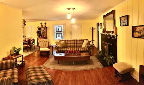 2 BR/sleeps 6! Located near the Pearl & downtown!