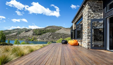 Lakefront Tranquility Central Otago