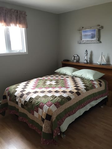 The cozy Master bedroom has a very comfy double bed with closet space for your personal belongings. This room has a beautiful view overlooking the harbour.