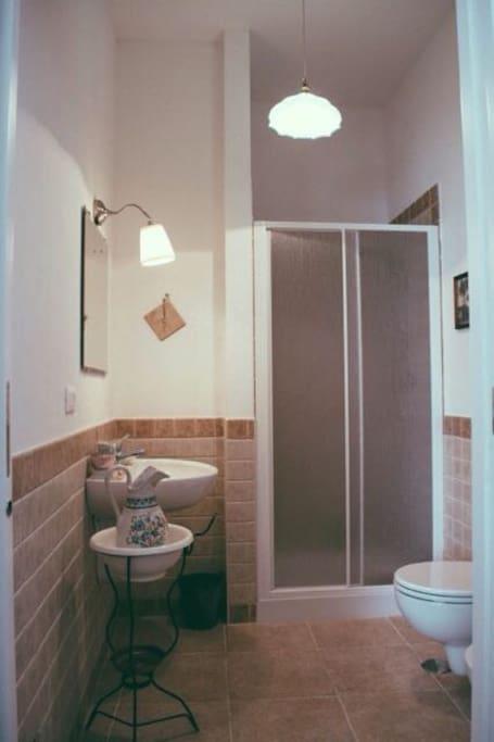 Bathroom (ensuite)