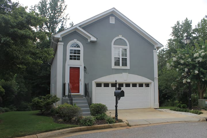 Spacious home in terrific Athens location near UGA