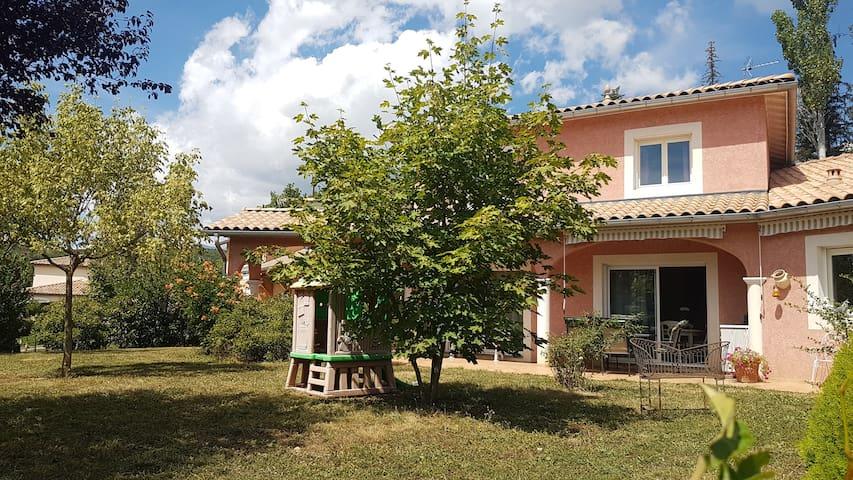 3 Chambres avec SDB privée dans Villa Provençale