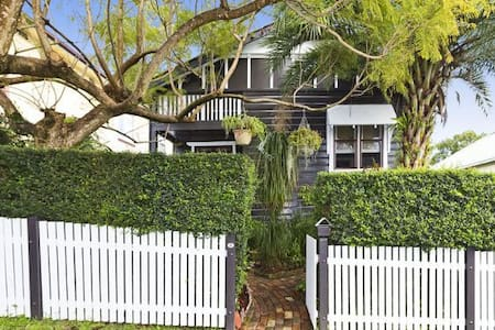 Peaceful Cottage Retreat  (No. 2) - Adamstown Heights - Casa