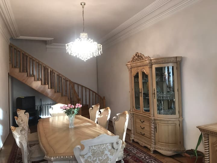 Luxury 2 floors house in the city center