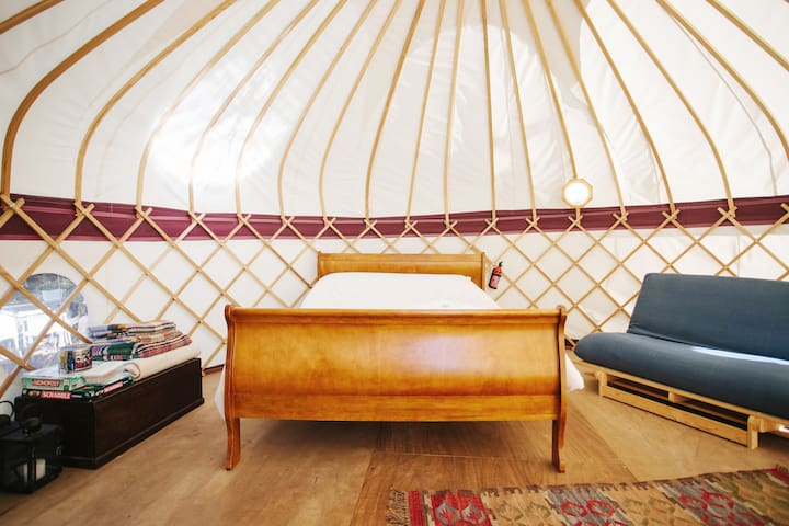 Elegant Hilltop Yurt in the Kent Downs