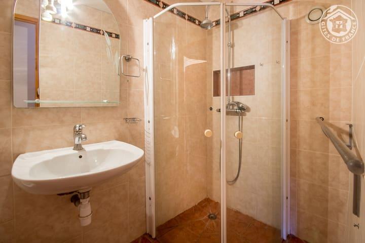 La salle d'eau du bas
