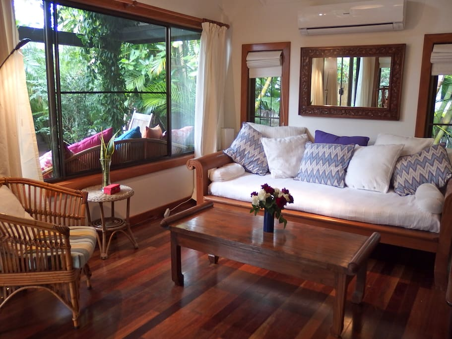 Amor Beachside Cottage  Byron Bay