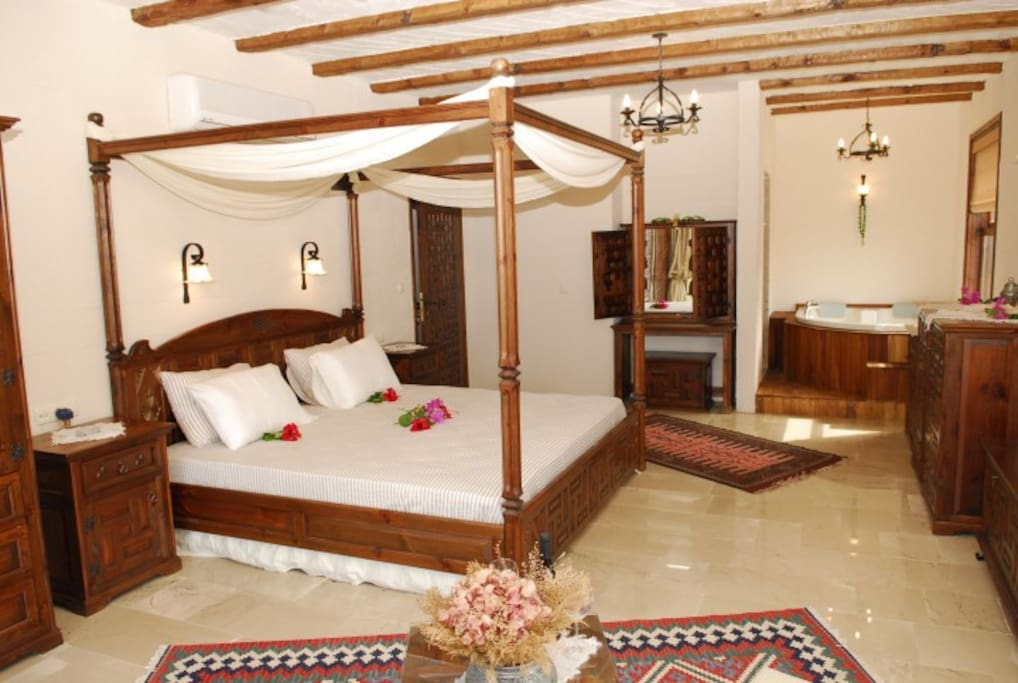 4 poster superb king size beds in each bedroom