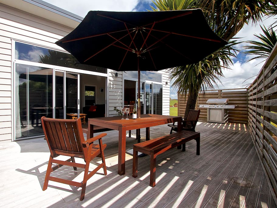 Private and sunny deck, gas bbq for outdoor summer dinning and relaxing.