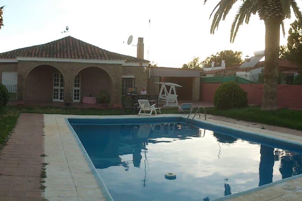 Casa de campo con piscina cerca sevilla andaluc a for Casas de campo en alquiler baratas en sevilla