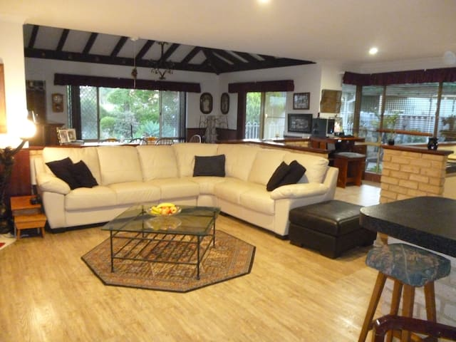 Spacious dwelling close to beach. - Mandurah - Ev