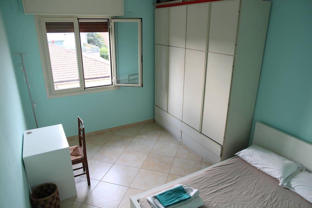 Luminosa stanza vicino a policlinico e universit for Stanze in affitto modena
