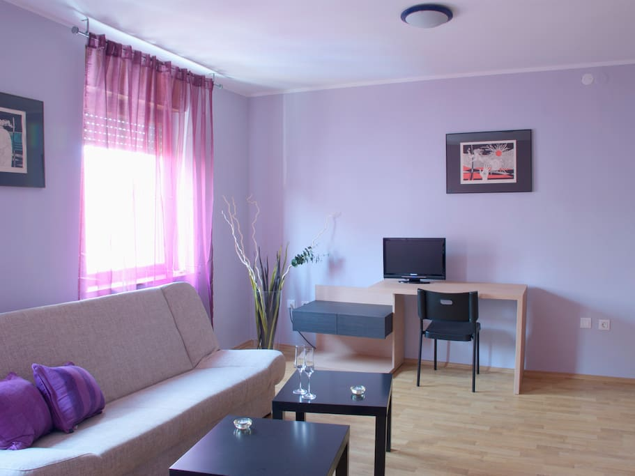 Luxury apartments at room rates. Apartments from 28 m² to 40 m² containing bathroom with tub and toilet, kitchenette, mini bar, free internet, direct phone line, air-conditioning.