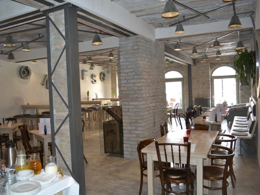 Café-restaurant Veliki's cuisine is influenced by culinary delights from Serbia and Vojvodina's national minorities (Germany, Austria, Hungary,Slovakia...). This human tapestry of cultural diversity has left its mark on Vojvodina's cuisine today. In that sense, we aspire to the Vojvodinian concept of food. Using grandmothers' delicious recipes, the authentic food is served in a modern way, complemented by fine wine and relaxed and pleasant atmosphere. The café-restaurant VELIKI offers a wide range of salads and creamy soups (potages), variety of meat dishes and almost forgotten recipes of still delectable desserts. All meals are carefully prepared from specially selected fresh and natural ingredients to ensure both quality and flavor. You are invited to experience great food, exquisite wine, pleasing music and a unique ambiance at the café-restaurant VELIKI.