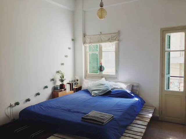 Room & balcony in charming flat Geitawi/MarMikhael