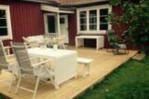 Large veranda, sits 20 pers
