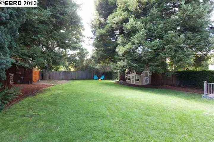 Huge yard with child's playhouse, great for kids and families.