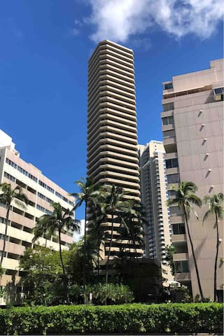 Centrally located, walkable Waikiki unit.