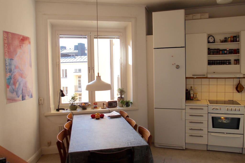 Köket, plats för 6-7 personer