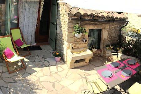 Joli & spacieux mazet de charme - Goudargues - House