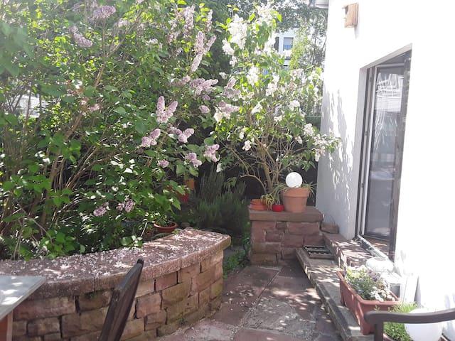 Zimmer in kleinem gemütlichen Haus mit Garten