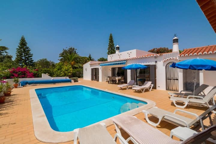 Casa Santa Barbara - 3 Bed Villa With Heated Pool With Ping Pong Table, 1km From Beach