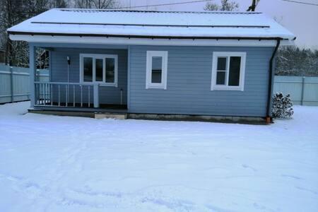Загородный дом у озера, гостевой дом