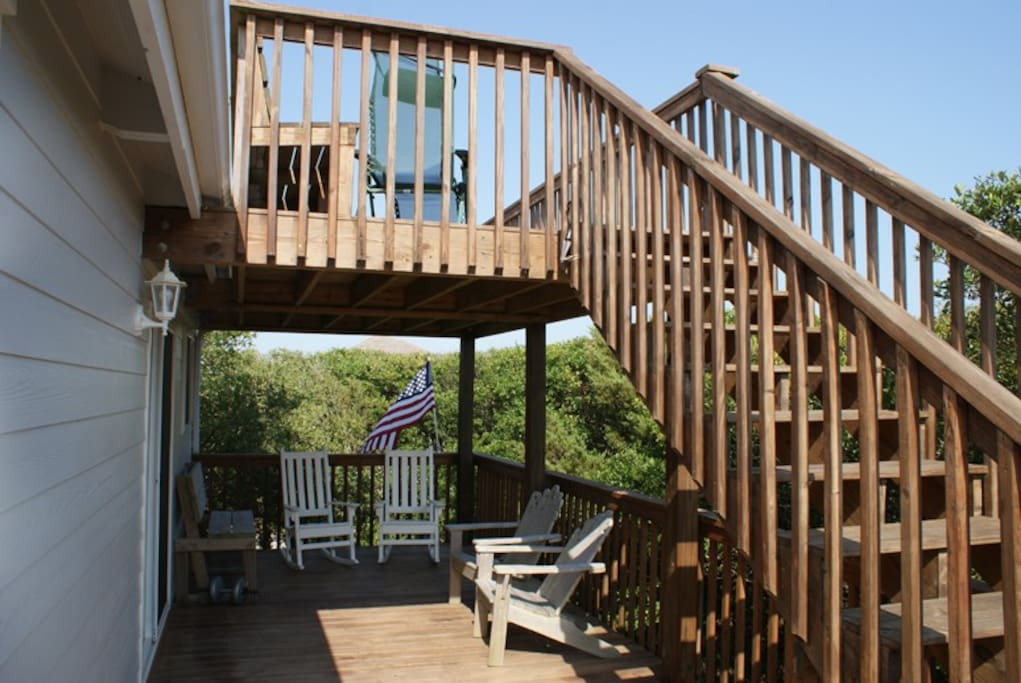 2nd Floor Deck surrounded by wild Oak Trees....