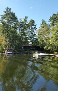 """Tall Pines"" Waterfront Cottage - Peterborough"