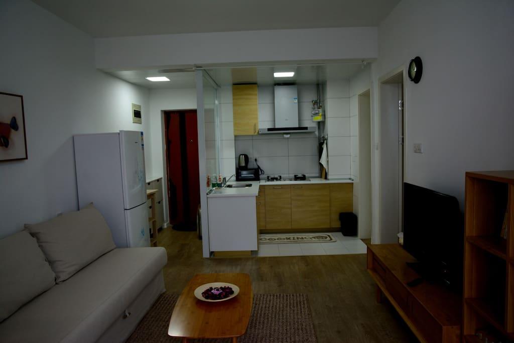 门厅,开放式厨房、客厅~~
