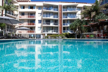 BEAUTIFUL BURLEIGH APARTMENT - Burleigh Heads