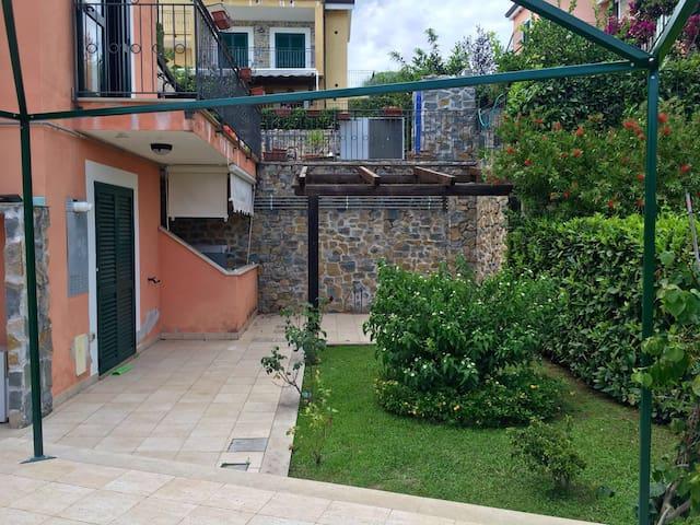 Villino con giardino e posto auto - Villammare - Haus