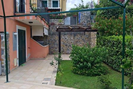 Villino con giardino e posto auto - Villammare