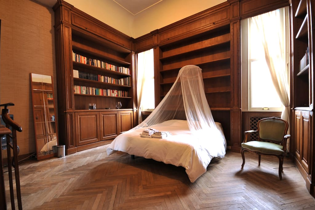 Massimo room with books